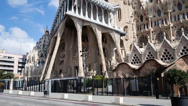 The Basilic of Sagrada Familia closed to public during the lockdown of the population of Barcelona to combat the coronavirus. In Barcelona, Spain, March 20 on 2020.