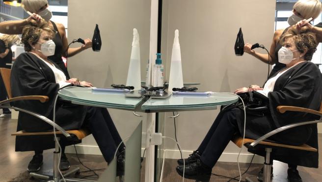 La reapertura de las peluquerías ha sido la imagen del primer día de la desescalada.