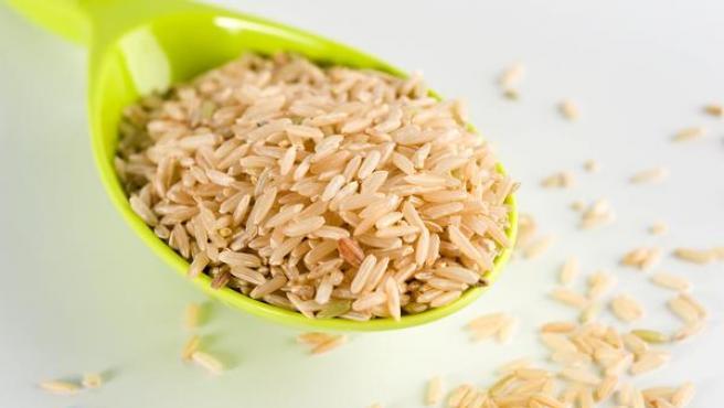 Una dieta equilibrada rica en cereales integrales y frutas y verduras hace innecesarios los suplementos.