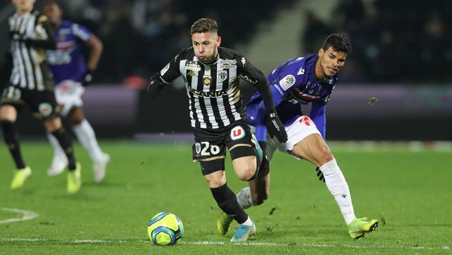 El Melali, durante un partido con el Angers.