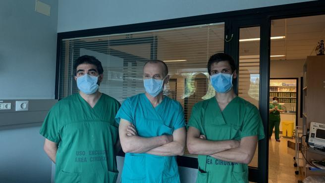 Diego López, J. Ramón González-Juanatey y Javier López del Servicio de Cardiología del CHUS.