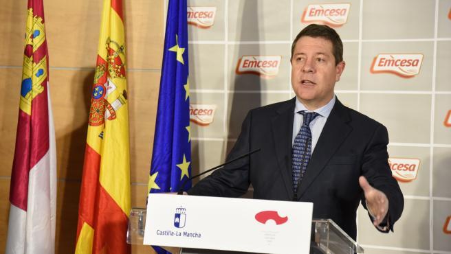 El presidente de Castilla-La Mancha, Emiliano García-Page, en su visita a la empresa EMCESA
