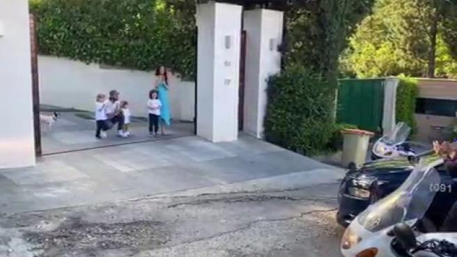 La policía, en la puerta de la casa de Sergio Ramos y Pilar Rubio.