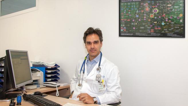 Alejandro Muñoz, reumatólogo del Virgen del Rocío