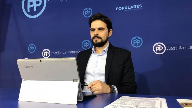 El portavoz del PP de Talavera, Santiago Serrano, en rueda de prensa.