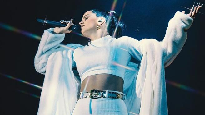 Rosalía durante un concierto.