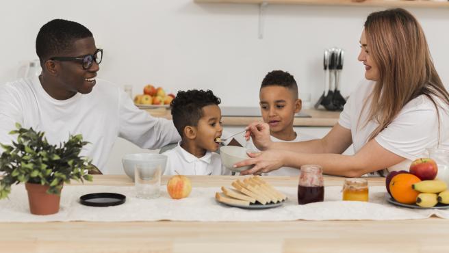 En la alimentación familiar es importante la planificación semanal a la hora de hacer la compra para que los más pequeños de la casa tengan a su alcance opciones saludables.