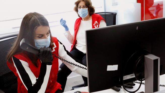Doña Letizia en su visita a la Cruz Roja.