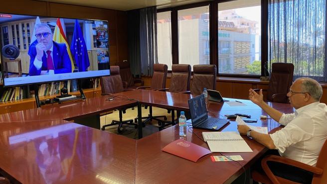 El presidente de la Fecai, Casimiro Curbelo, en una reunión con el presidente de Canarias, Ángel Víctor Torres
