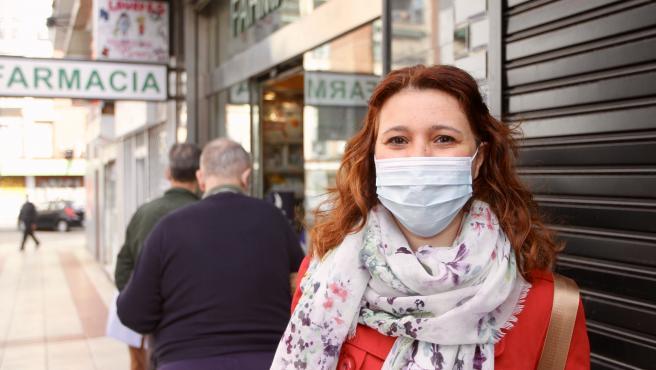 Colas en las farmacias madrileñas para recoger gratis mascarillas FFP2.