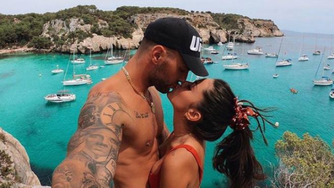Albert Barranco con su novia, Carla Blanco.
