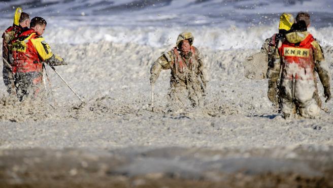 Cinco surfistas mueren arrastrados por la corriente en una playa de la Haya, en Países Bajos