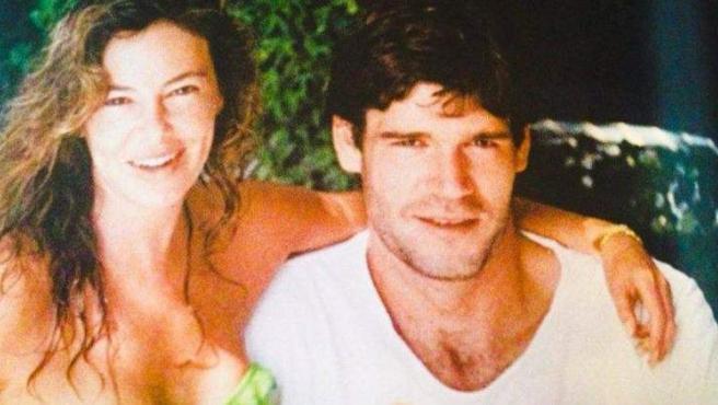 Ana Obregón y Fernando Martín posan juntos.