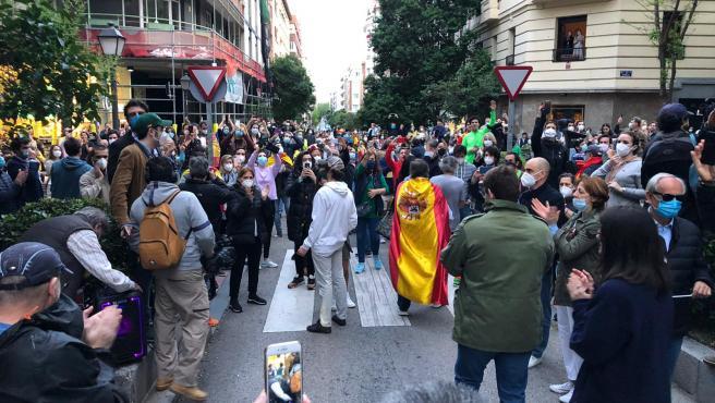 Imagen de las protestas y caceroladas en el barrio de Salamanca.