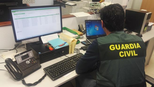 Hackean una conferencia sobre ciberdelitos de mandos policiales para proyectar imágenes de pornografía infantil