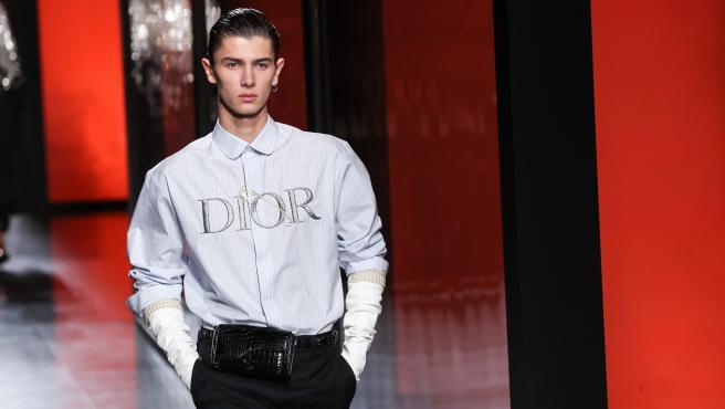 El príncipe Nicolás de Dinamarca desfilando para Dior en la semana de la moda de París.