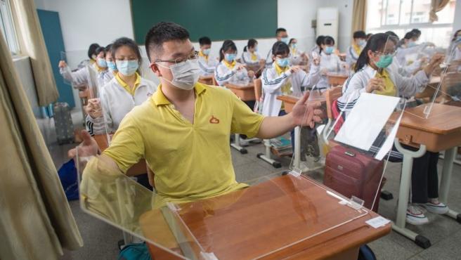 Estudiantes en Wuhan, China