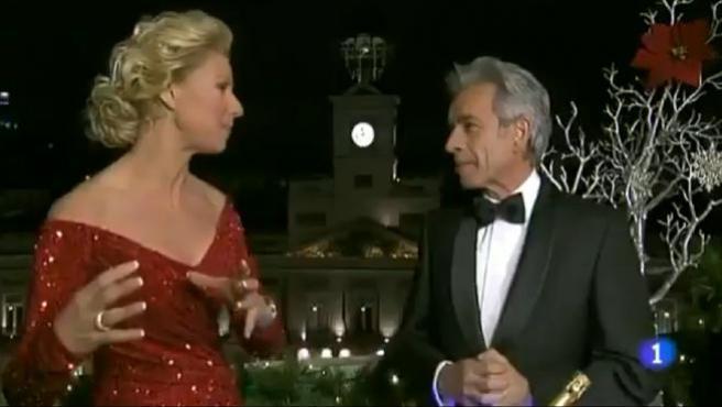 Anne Igartiburu e Imanol Arias dan la bienvenida al año 2012 en las campanadas de TVE.