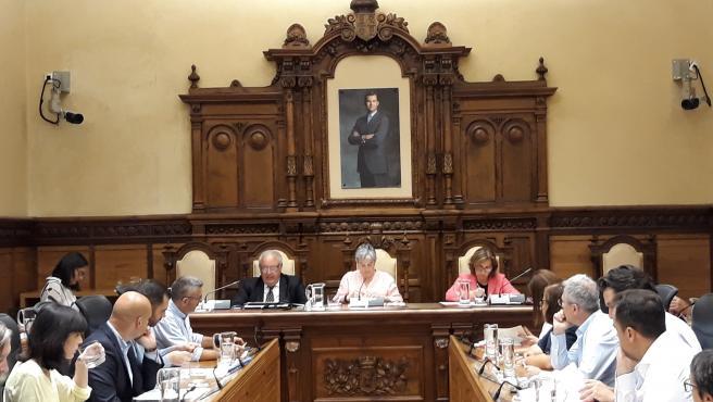 El secretario municipal Miguel Ángel de Diego, en un Pleno Municipal de Gijón