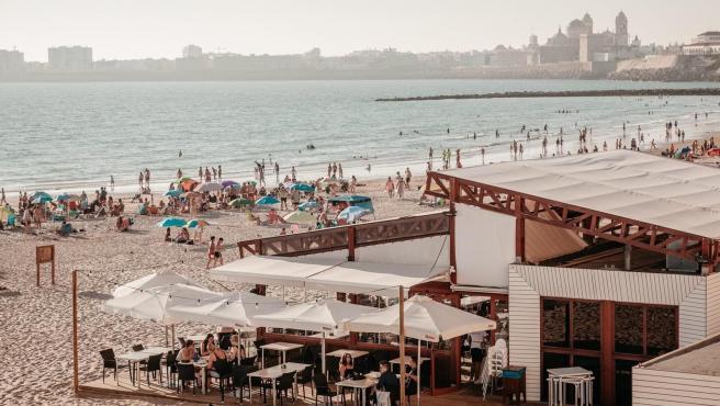 Uno de los chiringuitos en la playa de Cádiz