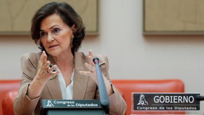 La vicepresidenta primera del Gobierno y ministra de la Presidencia, Carmen Calvo, comparece ante la Comisión Constitucional del Congreso en Madrid.
