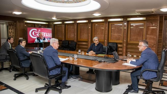 El presidente de Canarias, Ángel Víctor Torres, se reúne con las cámaras de comercio para analizar la propuesta del 'pacto de reconstrucción'