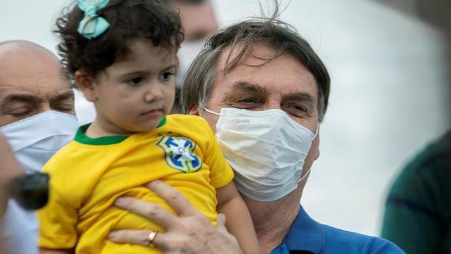 Bolsonaro lleva a 11 ministros a otra manifestación de apoyo ...