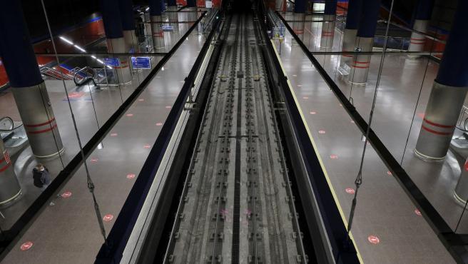 Metro Mar de Cristal seÒalizaciÛn de las distancia social