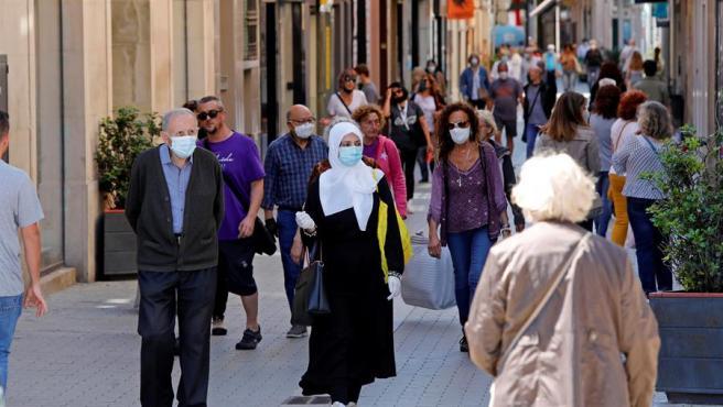 Una calle comercial en Igualada (Barcelona), en el primer día de la fase 1 de la desescalada de las medidas impuestas por la pandemia del coronavirus.