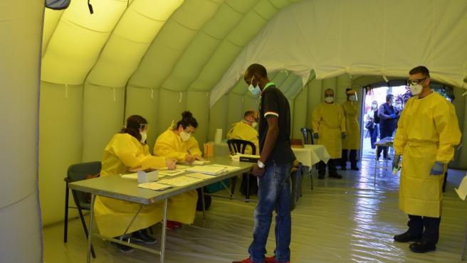 El SEM ha instalado una carpa en Lleida para hacer pruebas de coronavirus.