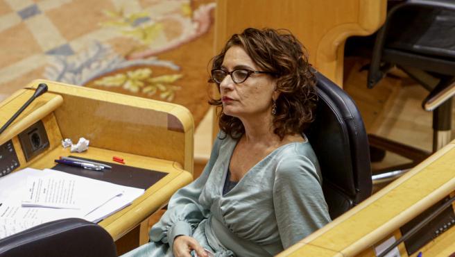 La ministra de Hacienda y portavoz del Gobierno, María Jesús Montero, durante el pleno de control al Gobierno