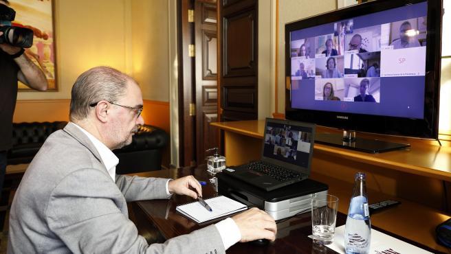 El presidente del Gobierno de Aragón, Javier Lambán, durante el Consejo de Gobierno telemático