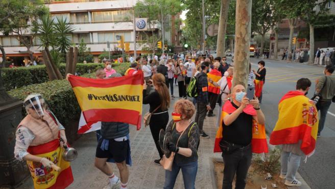 Manifestantes en Barcelona protestando este miércoles contra la gestión gubernamental del coronavirus.