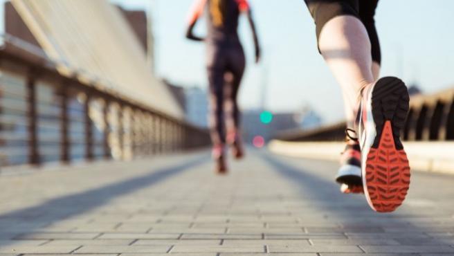 Los cascos inalámbricos son ideales para practicar deportes como el 'running'.
