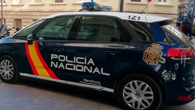 Un coche patrulla.