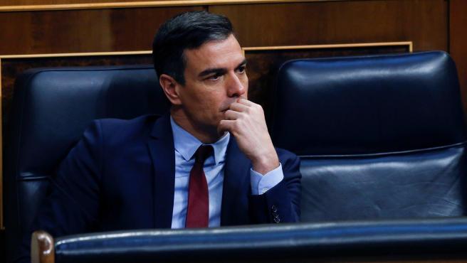 El presidente del Gobierno, Pedro Sánchez, asiste al pleno del Congreso