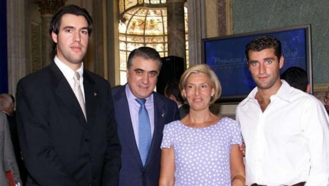 Lorenzo Sanz, su esposa y dos de sus hijos.
