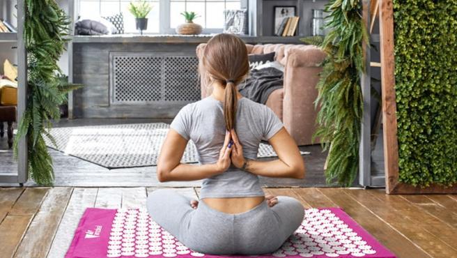 La esterilla ayuda a potenciar los estiramientos después de hacer ejercicio.
