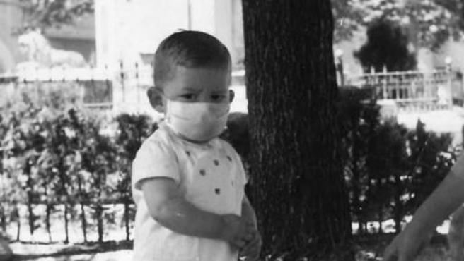 Ximo Puig, de niño y con mascarilla en la campaña de Save The Children