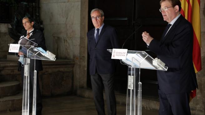 Ximo Puig, Francisco Pérez y Joquin Maudos durante la presentación de informe del IVI para la reconsutrcción de la economía de la Comunitat Valenciana