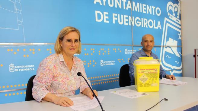La alcaldesa de Fuengirola, Ana Mula, informa sobre la red de contenedores para la recogida y reciclaje de productos sanitarios