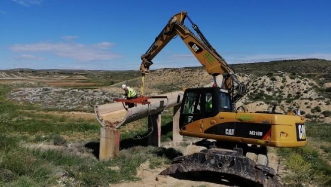 La CHE ejecuta las obras de emergencia para reparar las afecciones por la borrasca 'Gloria' en el canal alimentador de Moneva, en la cuenca del Aguasvivas