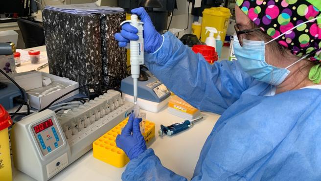 Prueba PCR en el Hospital Mateu Orfila de Mahón
