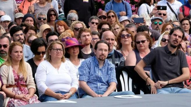 Santana, Pita y Alberto Rodríguez junto al reelegido secretario general de Podemos, Pablo Iglesias