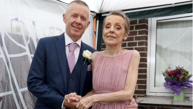 Samantha y Frankie, durante su boda en Reino Unido el pasado viernes.