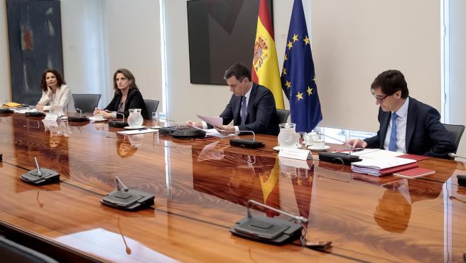 El presidente del Gobierno, Pedro Sánchez, se reúne por videoconferencia con los presidentes autonómicos.