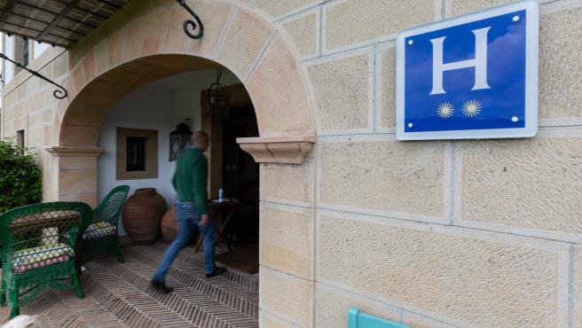 Imagen de archivo de la entrada del Hotel Ibarra en el País Vasco.
