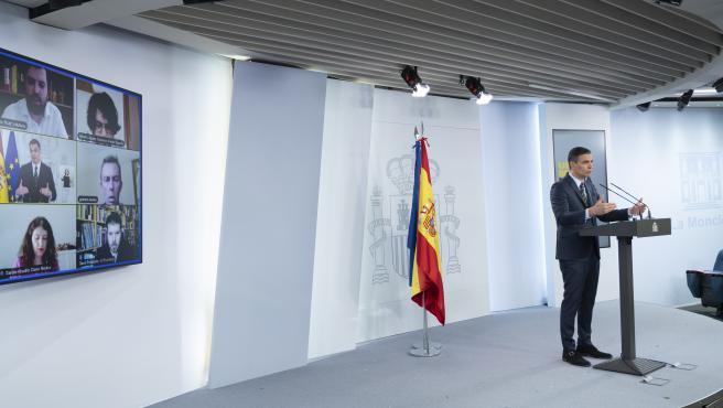 El presidente del Gobierno, Pedro Sánchez, durante la rueda de prensa telemática donde ha anunciado, entre otras cuestiones, un luto oficial de 10 días en España.