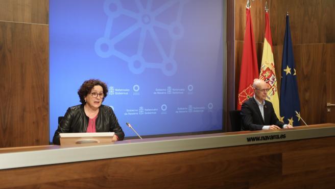 La consejera de Derechos Sociales del Gobierno de Navarra, Carmen Maeztu, y el director general de Protección Social y Cooperación al Desarrollo, Andrés Carbonero.