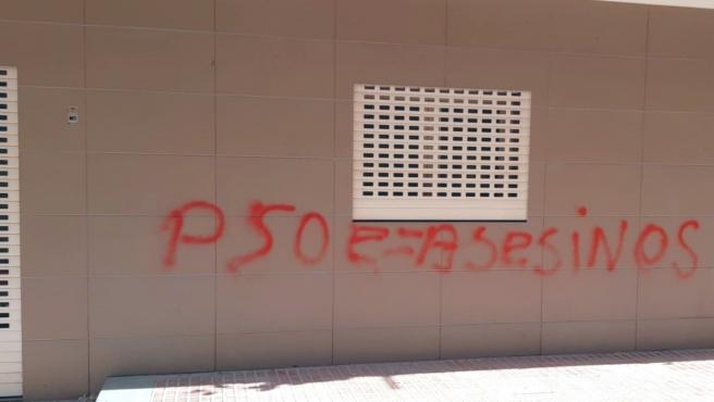 Pintada apareguda en la seu del PSPV de Benidorm.